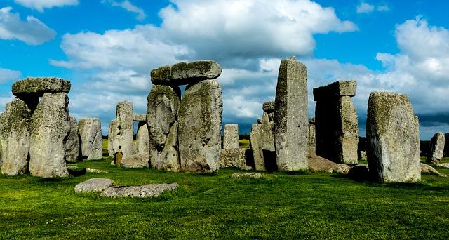 stonehenge-800448_640